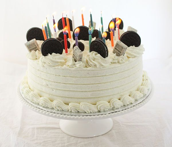 A photo of Ice Cream Cake Oreo Cookies and Cream decorated with