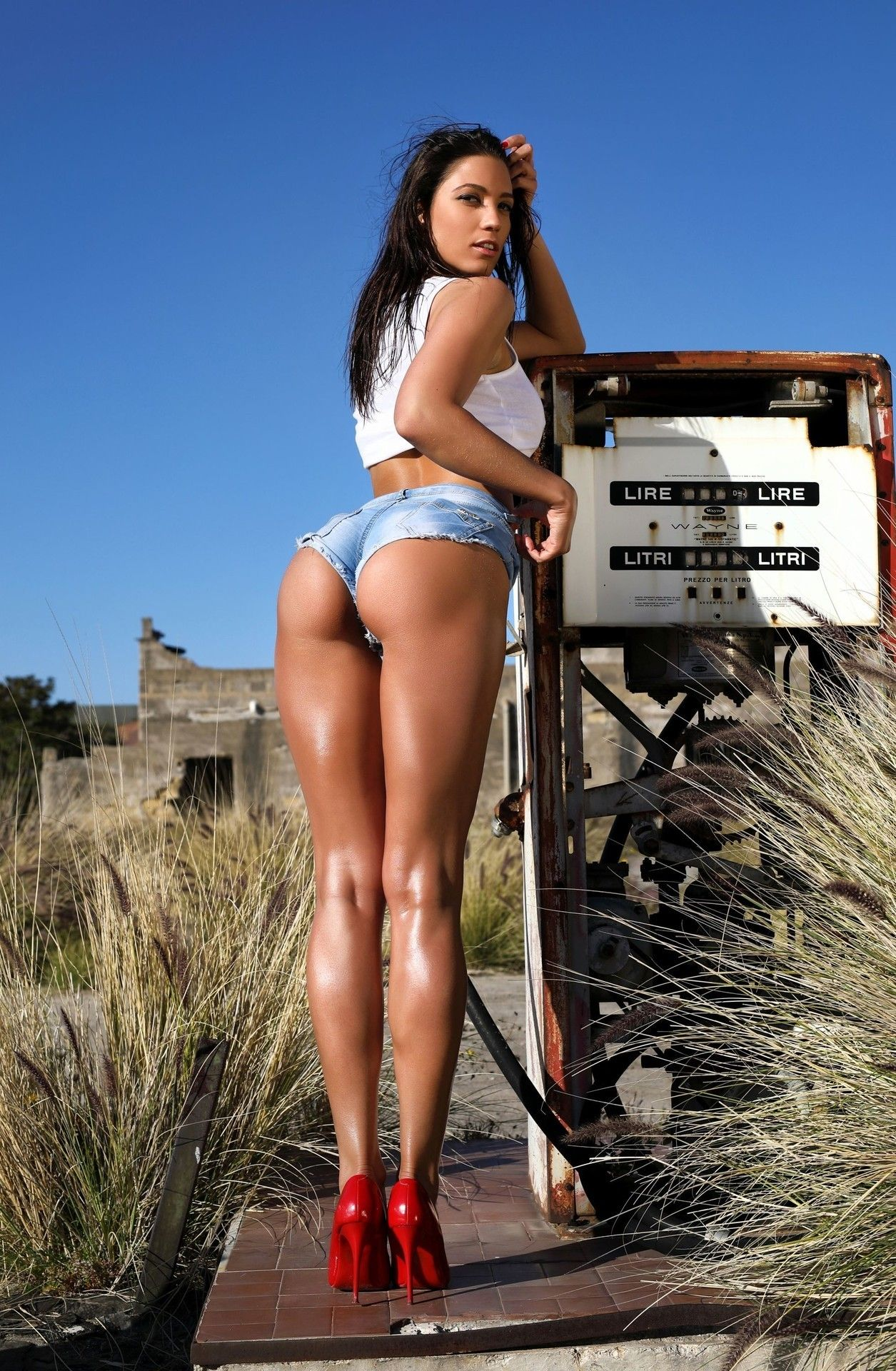 Sexy Tourist Has Nice Legs And