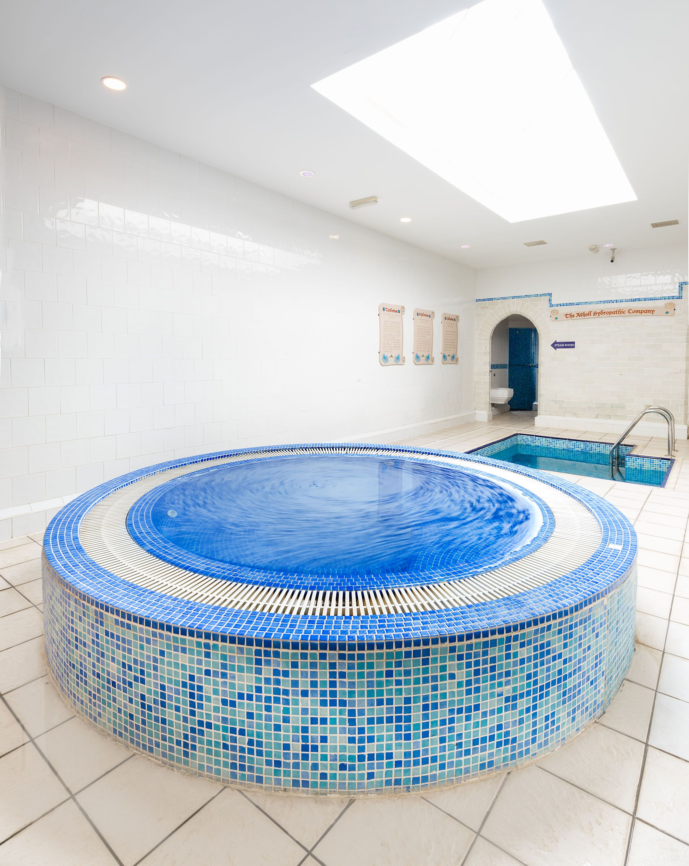 Jacuzzi and plunge pool in the roman baths area of the Lavender Spa ...