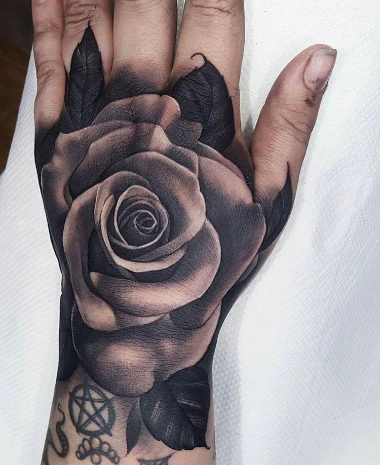 Pin De Mike Ondarza En Tatuaje De Rosa En La Mano Tatuajes En La