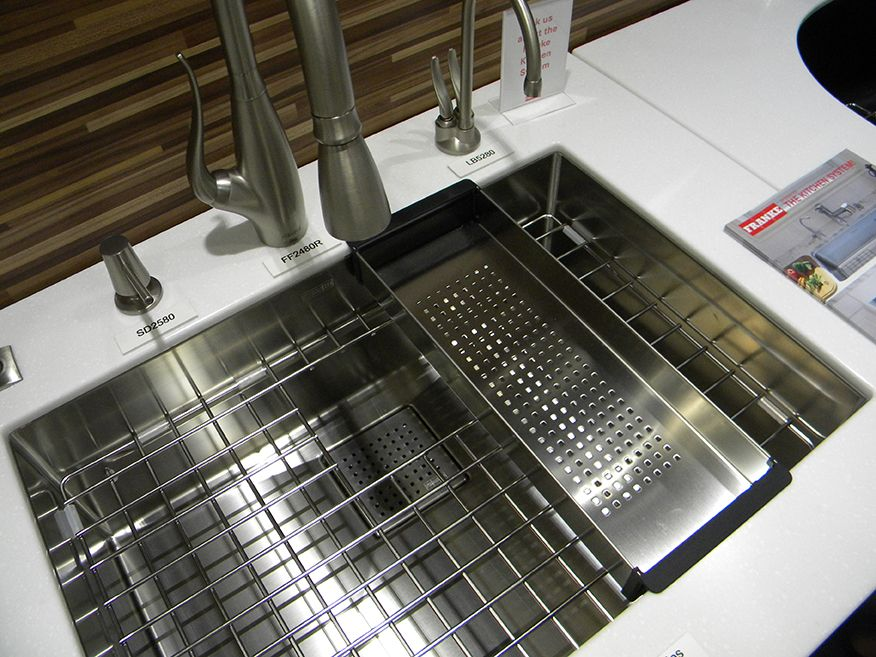 Franke S Beloved Peak Sink With Custom Accessories What S Not To Love About This Sink Icff Www Frankeksd Com