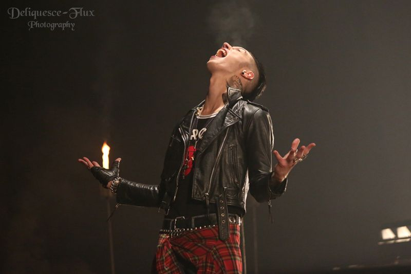 Goodbye agony>>>it looks like fire is coming out of his hand