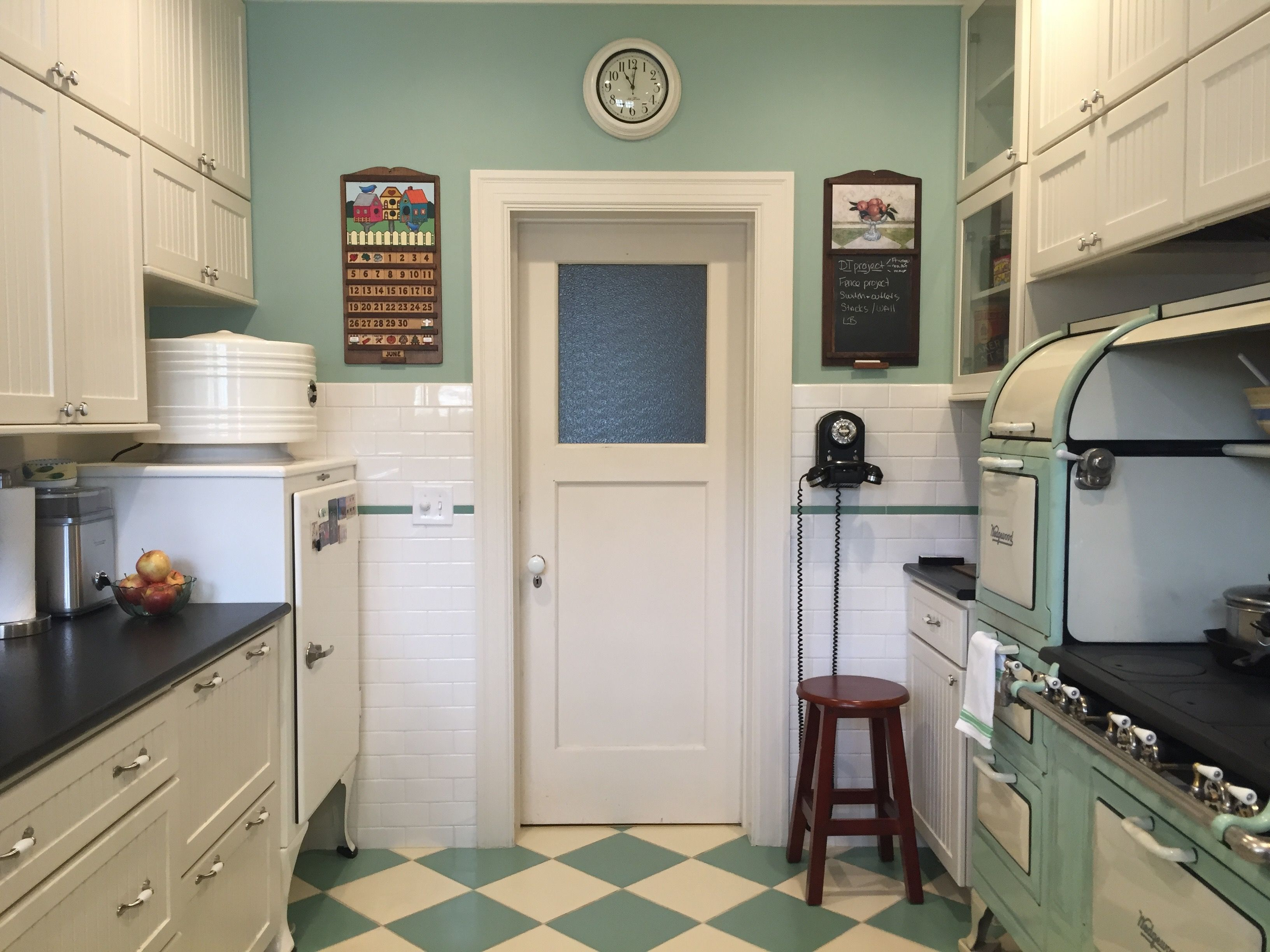 3 Careful Planning Turned The Small Footprint Of This 1920 S Kitchen Into An Advantage Everything Is Wi 1920s Kitchen Rustic Kitchen Cabinets Kitchen Remodel