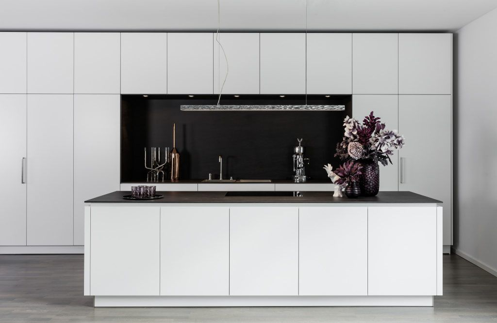 Weiße Eleganz - Warendorf - Die Küche GmbH Küchen und Esszimmer - laminat in küche verlegen