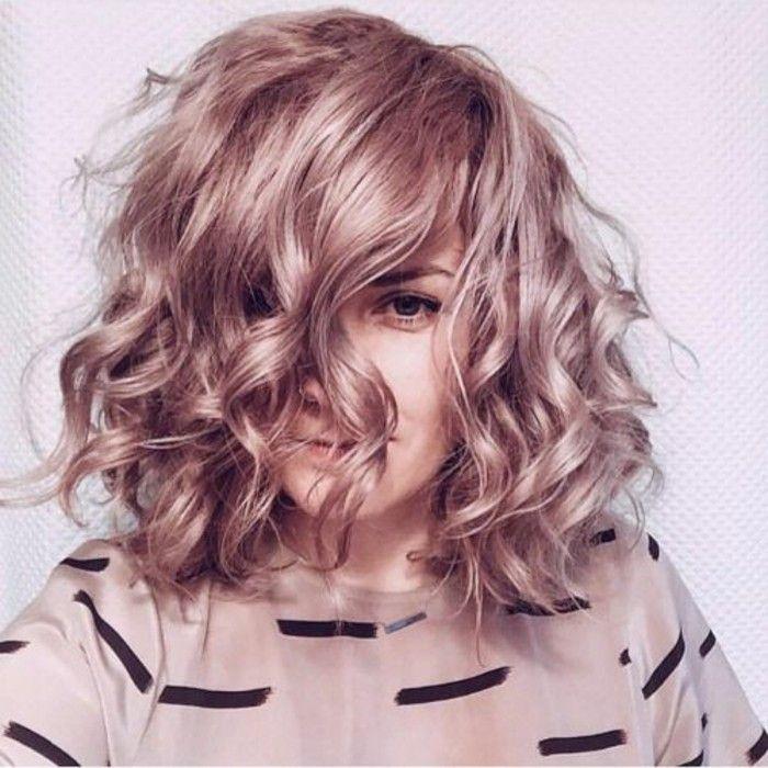 Différentes façons de boucler ses cheveux illustrées en 51