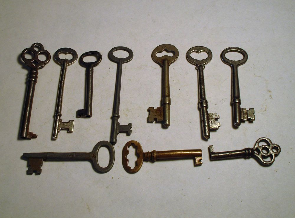Lovely Replacement Skeleton Key for Curio Cabinet