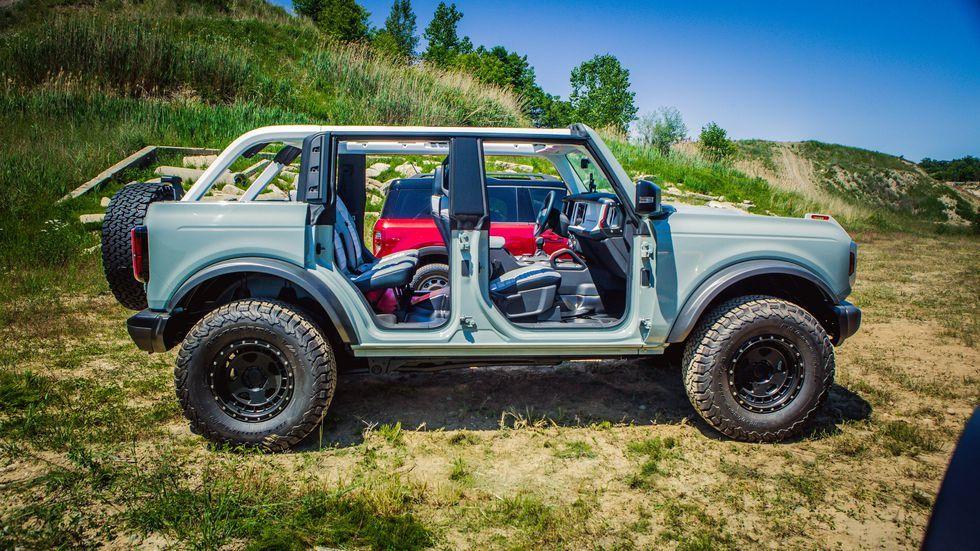 La Ford Bronco De 2021 Luce De Dos Y Cuatro Puertas Fotos En 2020 Ford Bronco Caballo Cimarron Ford