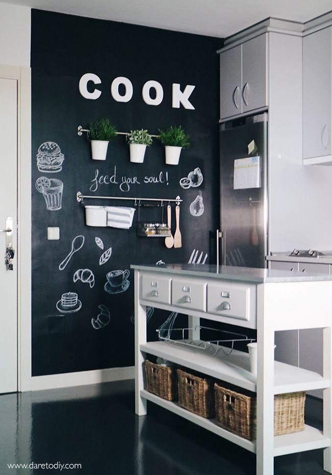Diy deco transforma tu cocina con una pared de pizarra - Pizarra de cocina ...