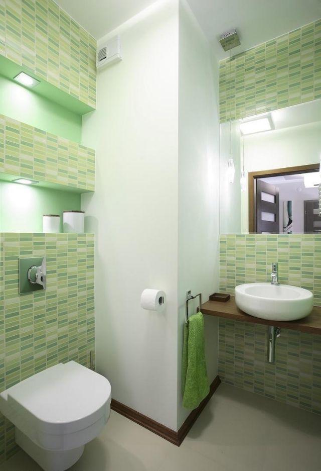kleine-badezimmer-ideen-fliesen-farben-hellgruen-wandnischen-regale - kleine badezimmer design
