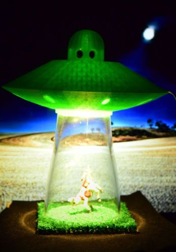 Desk Lamp UFO Alien Abduction Spaceship Bedroom Night Light Home Office  GREEN