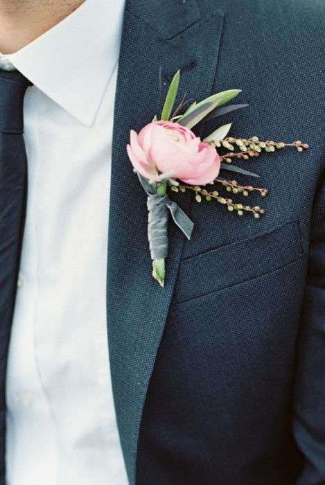 Elegant pink and green boutonniere (http://www.7centerpieces.com/organic-modern-wedding-inspiration-by-sharon-nicole/) | Sharon Nicole Photography (http://sharonnicolephotography.com/)