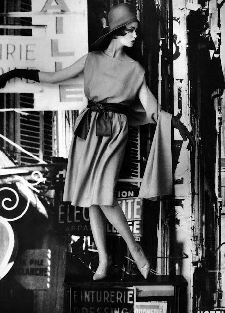 vintage everyday: Glamour Fashion Photo Shoots Taken by William Klein in the 1950s and 1960s