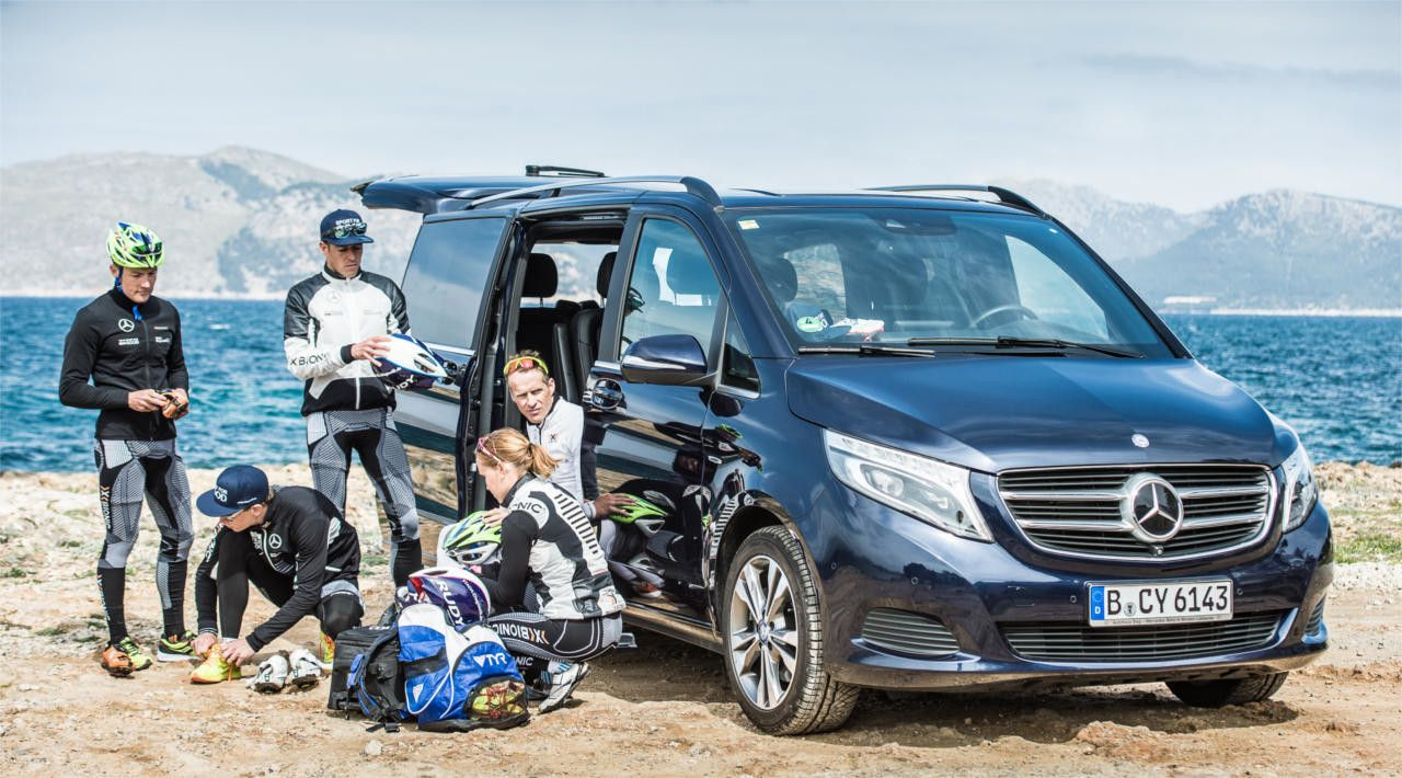 Strong together: the top-triathletes and Mercedes-Benz.