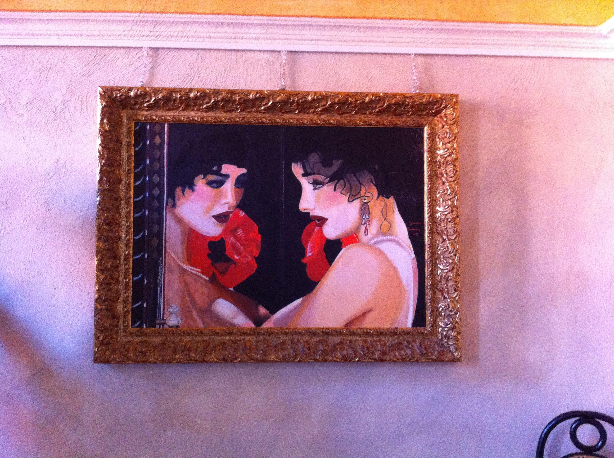 Donna allo specchio   Il linguaggio espresso in quest'opera figurativa è un verbo pittorico che ben supporta una sorta di compiutezza della rappresentazione artistica. Il viso ritratto con dovizia di particolari esalta la donna nel suo splendore e in un senso di enigmicità. L'opera è olio su tela cm 130x150. 340-8565230