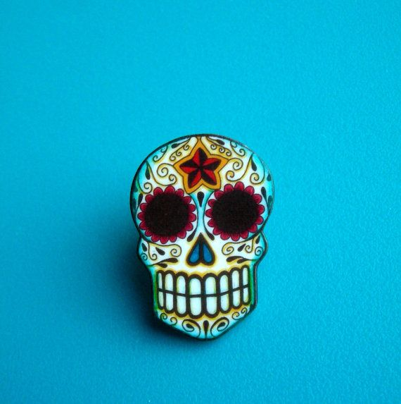 Queen....brooch mexican skull