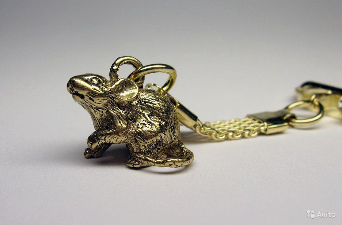 Брелок, фигурка из бронзы - Мышка микро, сувенир.  Размер: длина - 2 см, высота - 1,5 см, вес - 10 гр. Цепочка для ключей прилагается.