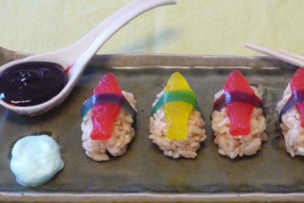 Candy Sushi...gonna make for Uncle D's Party...he loves sushi and candy...perfect combo #dessertsushi