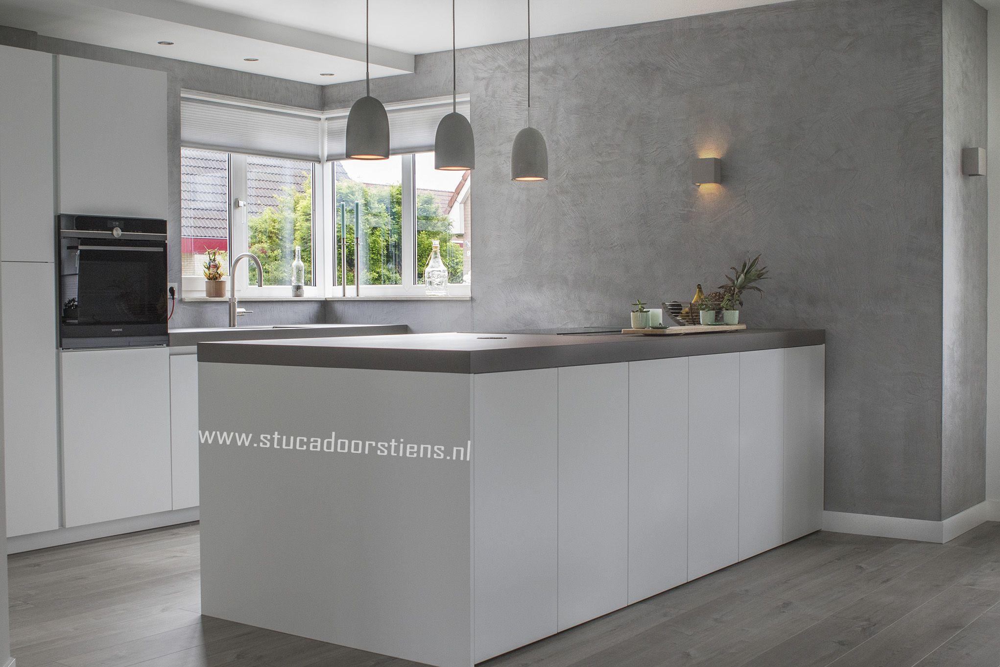 Keuken Renoveren Friesland : Betoncire in op een keuken wand in meer dan kleuren