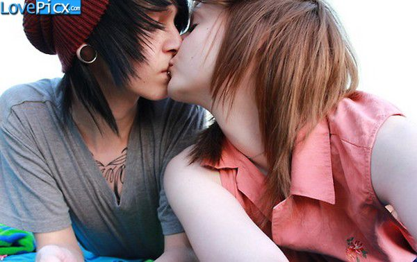 Emo Couple Kiss Kissing Romantic Wallpapers Photography Emo Couples Cute Emo Couples Emo