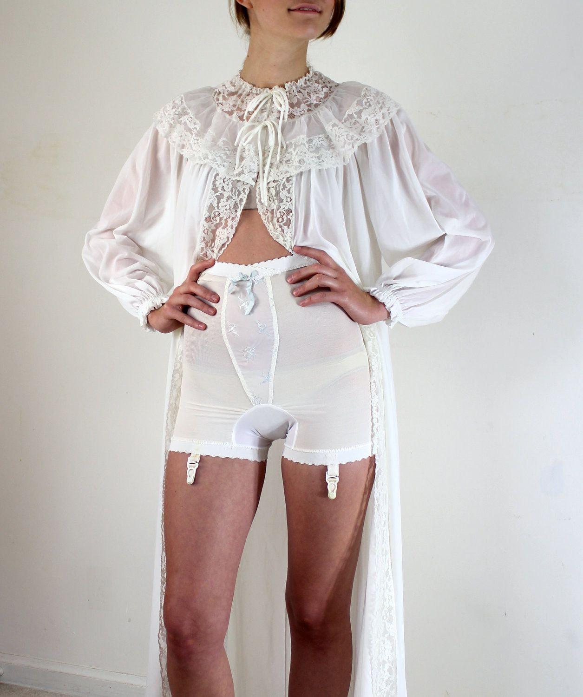 фото в прозрачных панталонах извращенец играет