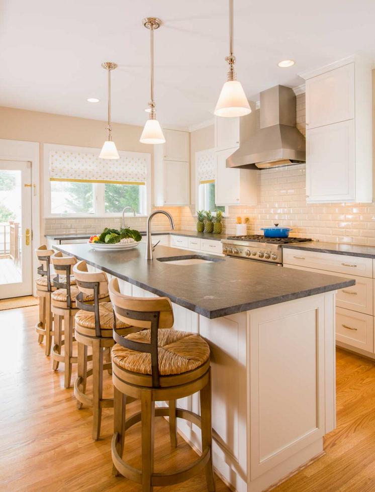 Wunderschöne Küche mit einer Virginia Black Arbeitsplatte, Die ...