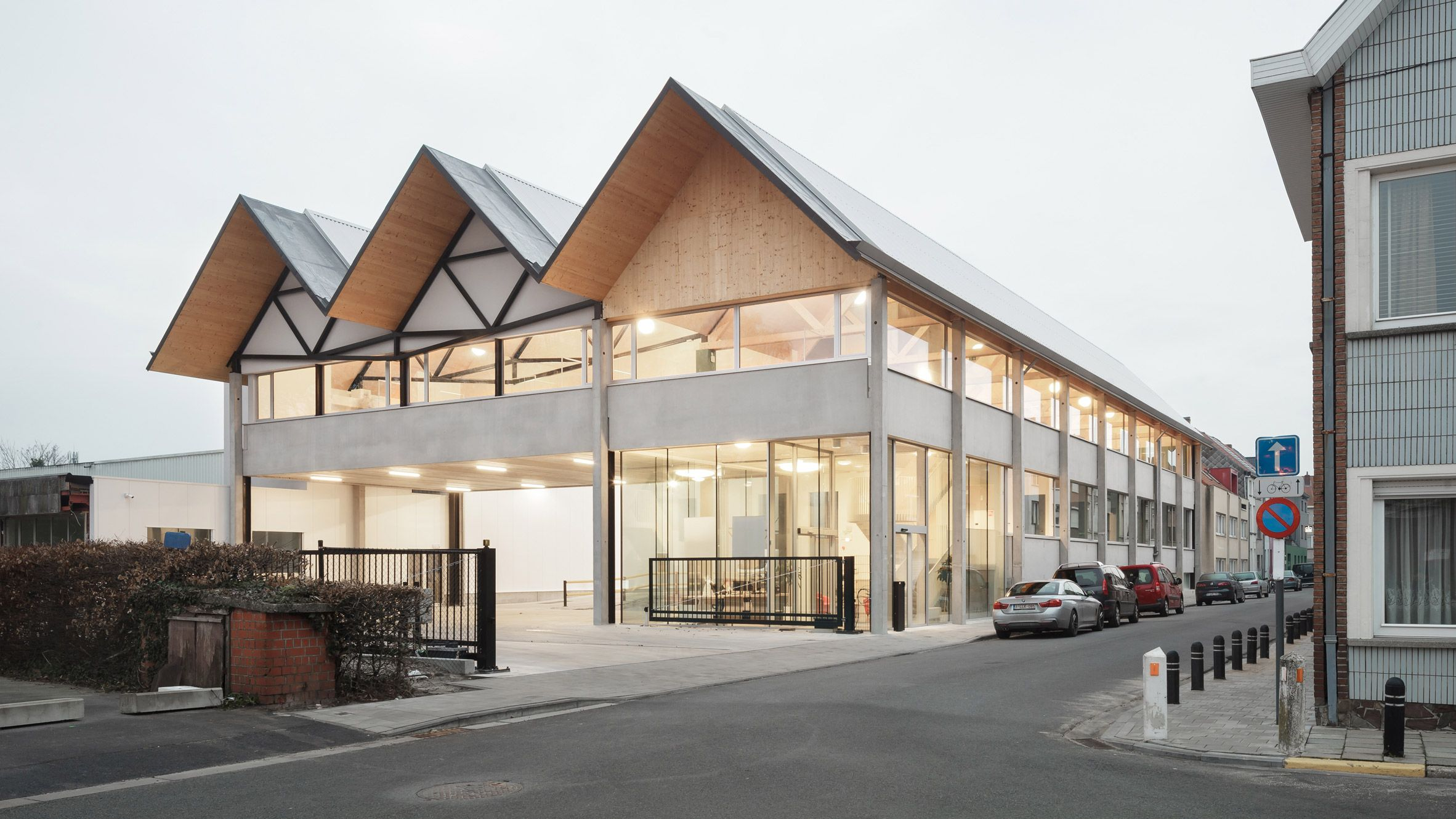 Local Architecture Studio Trans Has Rebuilt A Factory In A Residential Neighbourhood Of Ghent With Pitched Roofs Re Architecture Roof Design Roof Architecture