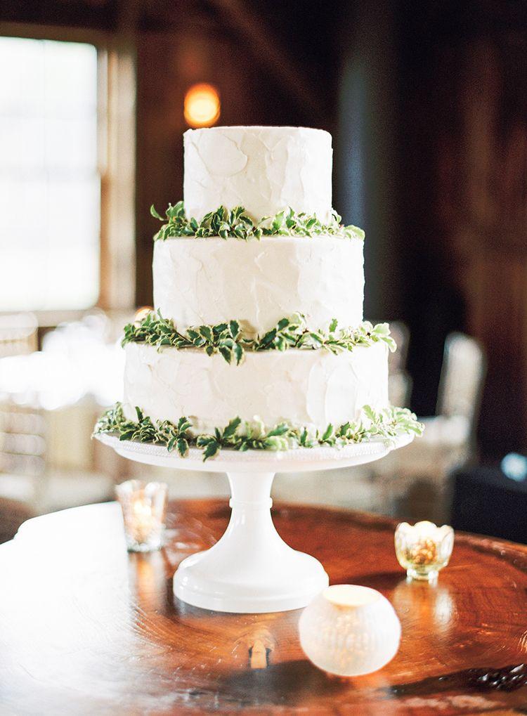 Beautiful simple wedding cake inspiration - wedding cake ideas #whiteweddingcake #threetiers #weddingcake