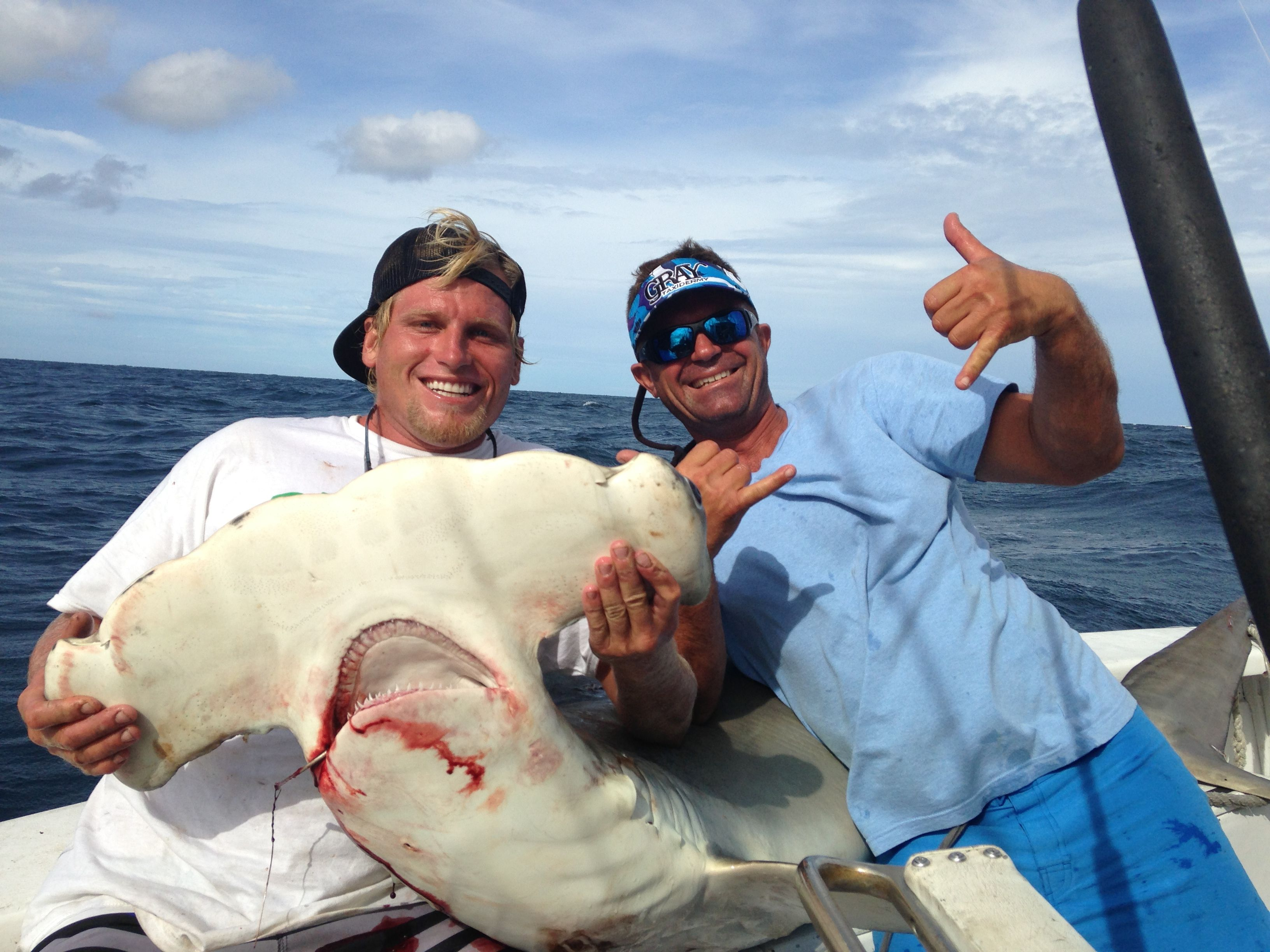 Big hammerhead shark caught and released by daniel royal for Keep it reel fishing