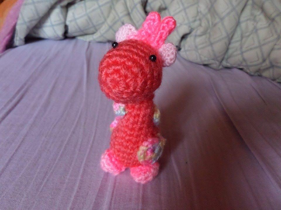 Tenemos aqui una pequeña jirafa algo extraña, pero...¿No es adorable?