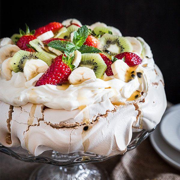 Easy Australian Pavlova Recipe With Kitchenaid Recipe Pavlova Recipe Australian Pavlova Recipe Australian Desserts