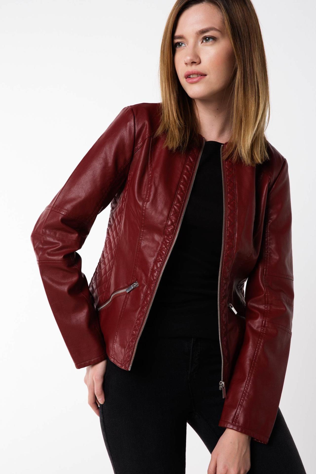 Defacto Marka Suni Deri Ceket Trend Modeli Ile Sik Bir Tasarima Sahip Rahat Kalibi Ile Uzerinizde Fit Bir Gorunum Saglayac Kadin Ceketleri Kadin Deri Ceket