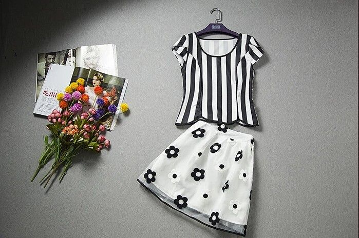 $45.02  Europe and America Organza Stripe T-shirts Embroidery Flower Pattern Skirt Set http://www.eozy.com/europe-and-america-organza-stripe-t-shirts-embroidery-flower-pattern-skirt-set.html