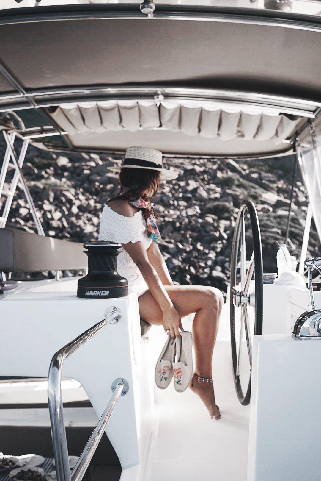 Soludos_Escapes-Boat_Trip-Bikini-Summer_Look-Santorini_Greece-GRLFRND_Jeans-Off_The_Shoulders-Collage_Vintage-Street_Style-Soludos_Espadrilles-29