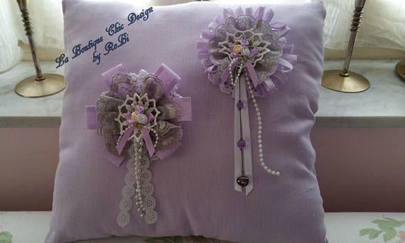 Cuscino realizzato interamente a mano elegante e romantico in