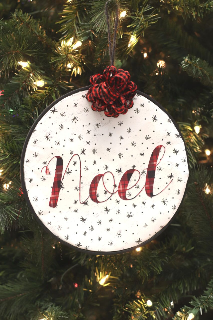 Video DIY Embroidery Hoop Ornament {Cute Cricut Christmas