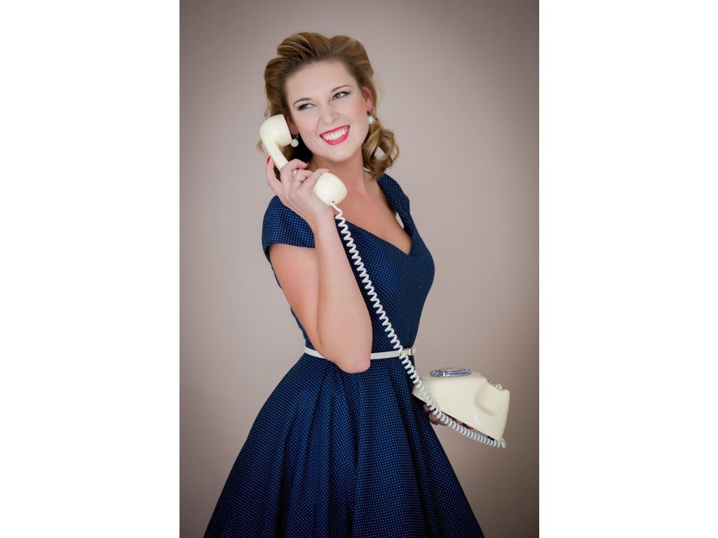 LOREN retro šaty tmavě modré s mini puntíkem. šaty mají V výstřih na  předním i zadním díle kolová sukně dlouhá 60 cm zip na pravé straně  materiál 100% ... 6e709f81c4