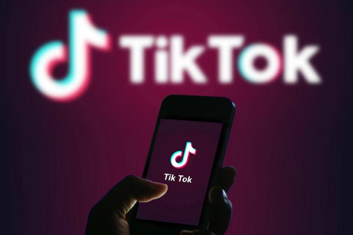 Us Army Bans Tiktok To Avoid Chinese Spying In 2020 Social Media Apps Popular Social Media Apps Most Popular Social Media