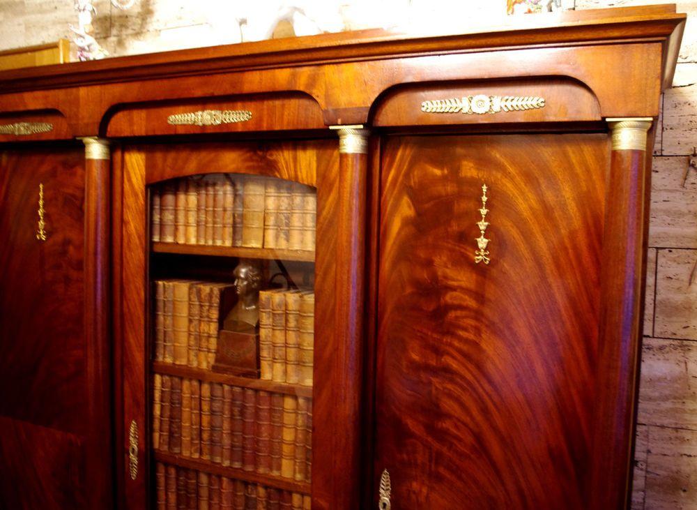Bücherschrank Mahagoni furniert Vollsäulen Bronzen