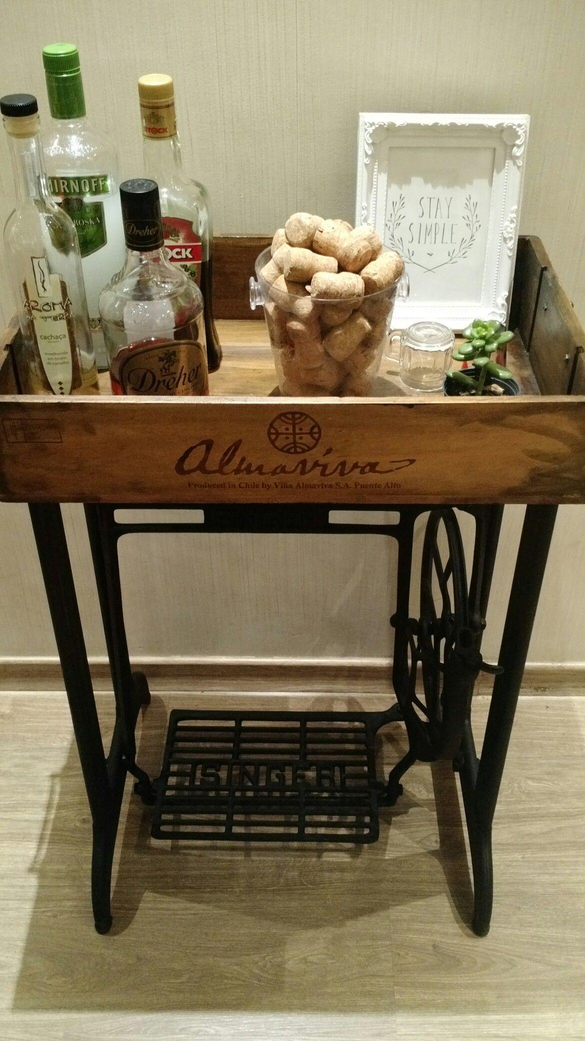 Pe De Maquina De Costura Caixa De Vinho Um Lindo Bar