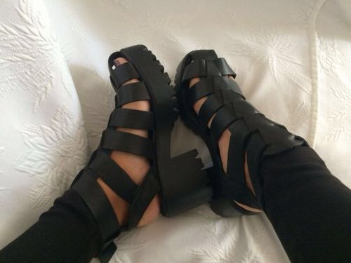 Image via We Heart It https://weheartit.com/entry/146199924/via/15116019 #black #cool #fashion #grunge #platform #shoes #style