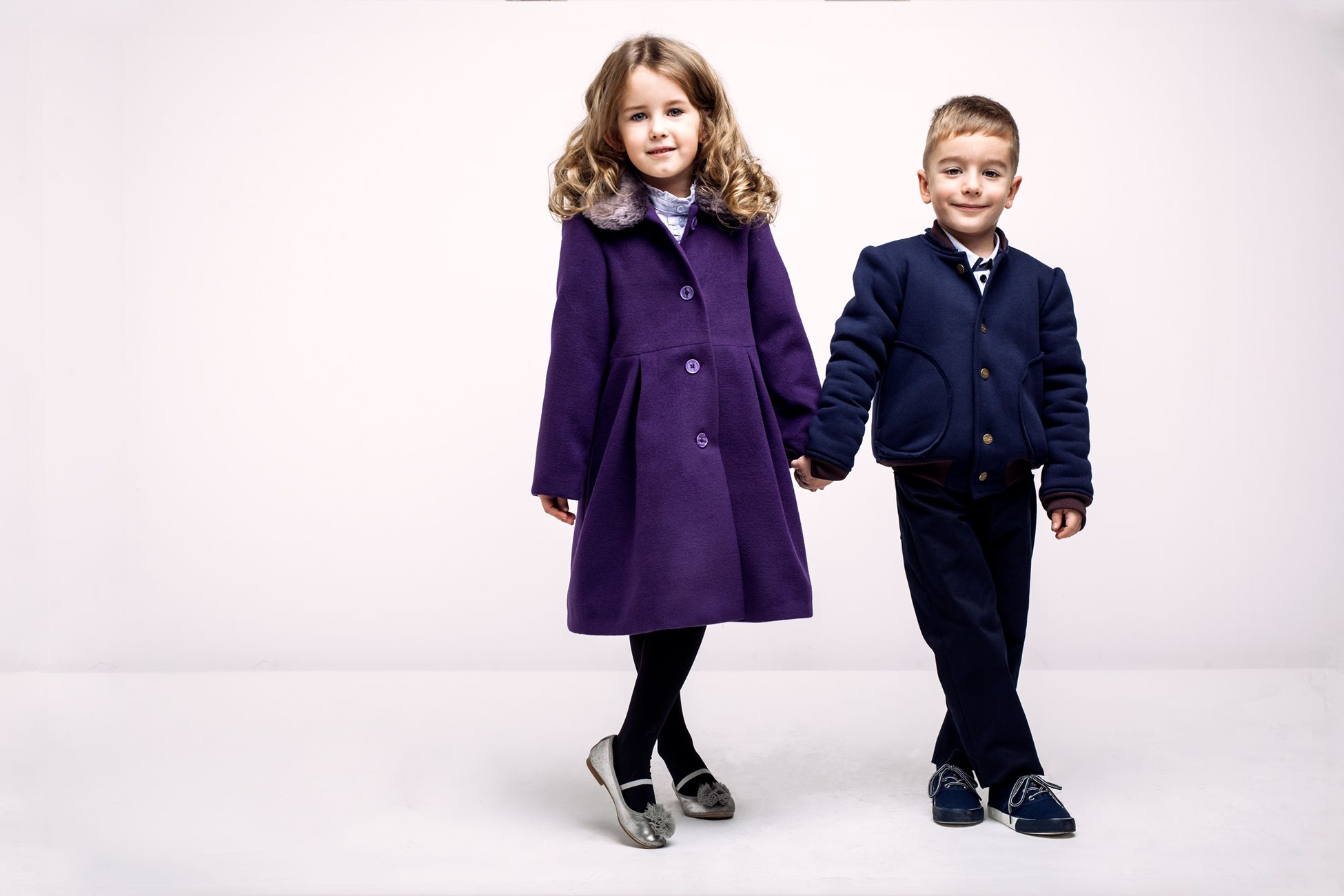 Beautiful coat for girls from Wonders Fashion. We ship worldwide! See it on: http://wondersfashion.pl/girls-coat-with-fur-collar-p-154.html