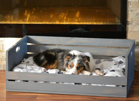 10 id es de couchages pour chiens faire soi m me dog houses dog bed dogs et wood dog bed. Black Bedroom Furniture Sets. Home Design Ideas