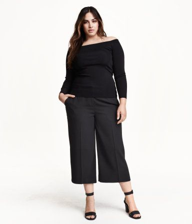10d94a4a770cd2 Like the monochromatic look with the off the shoulder blouse. Pair with  knee boots or like they have it here.