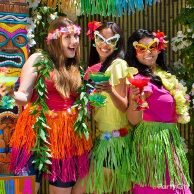 13 totally tiki luau party ideas party city luau party for Decoration koh lanta