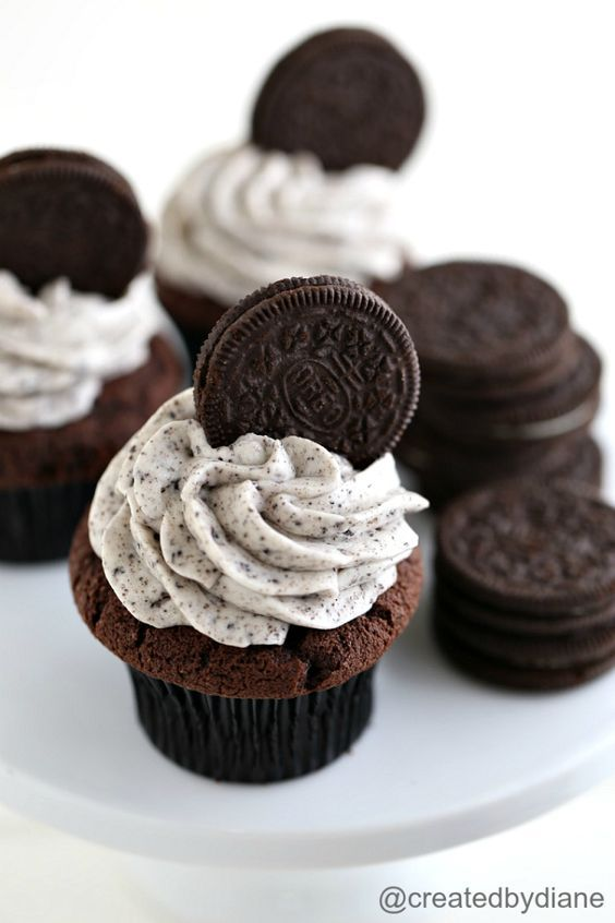 Oreo cookies and cream Frosting | Created by Diane #cookiesandcreamfrosting