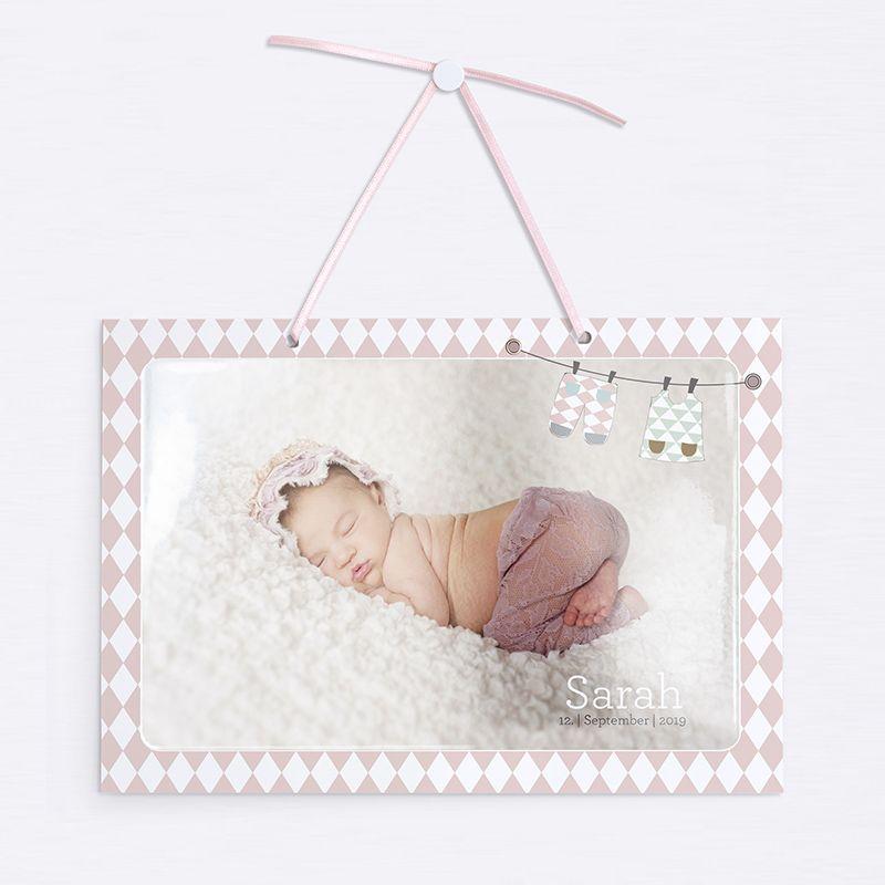 Süße Schilder mit einem Foto Ihres Babys und einem niedlichen Spruch auf der Rückseite, der alle wissen lässt...psst! Das Baby schläft.