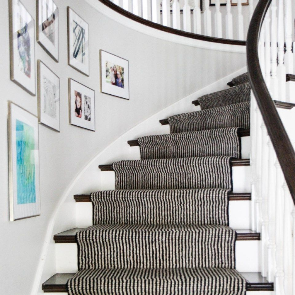 Best Classic Clean Stair Case Design With Black And White 400 x 300