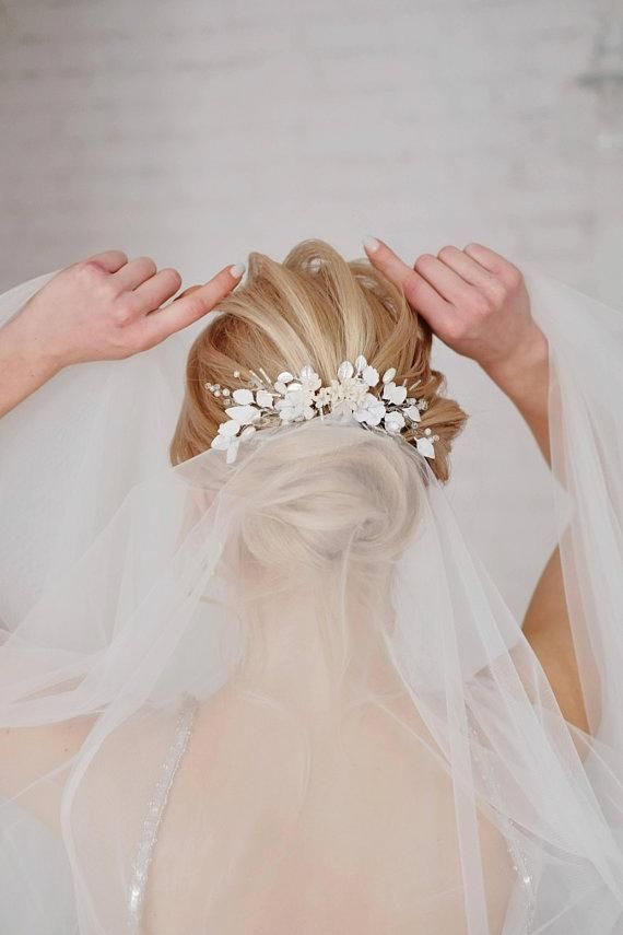 Floral hair comb with white and ivory flowers, Crystal hair comb