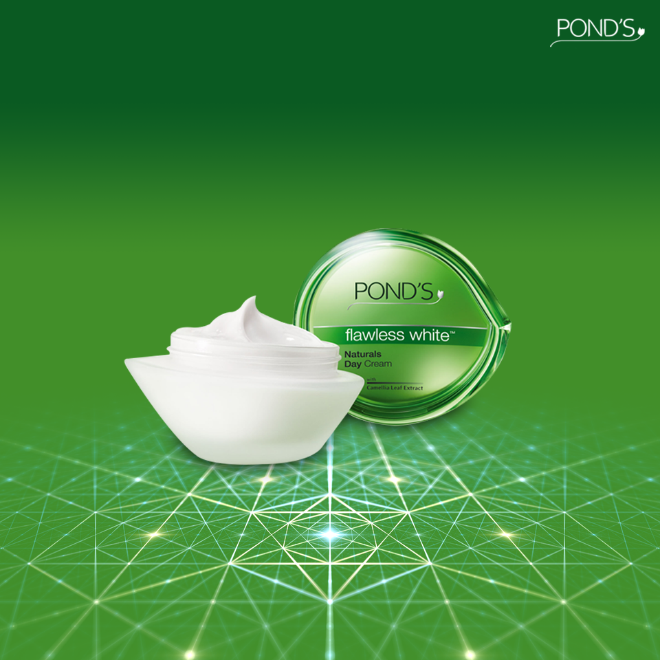 Ponds Flawless White Naturals Day Cream With Camellia Leaf Extracts Age Miracle Jar 50 G Brings Your Natural Fairness Back To