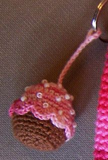creaties van creathea: cupcake keychain pattern (ned. en english)